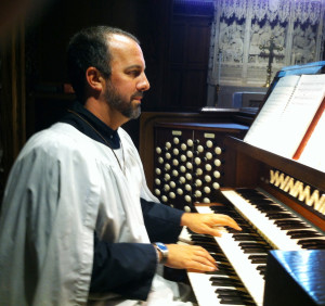 scott-at-organ